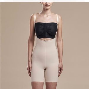 NWOT-ZIPPERLESS GIRDLE WITH SUSPENDERS - MID THIGH